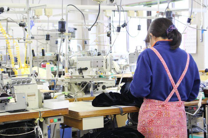 縫製工場の仕事風景
