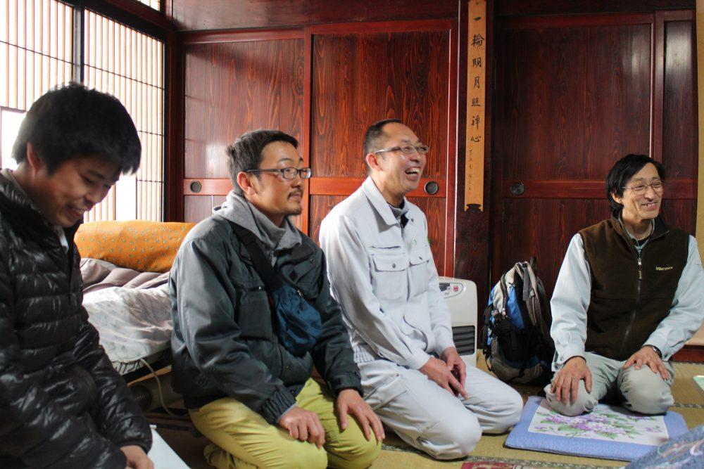 糸魚川の木地師の話を聞く人