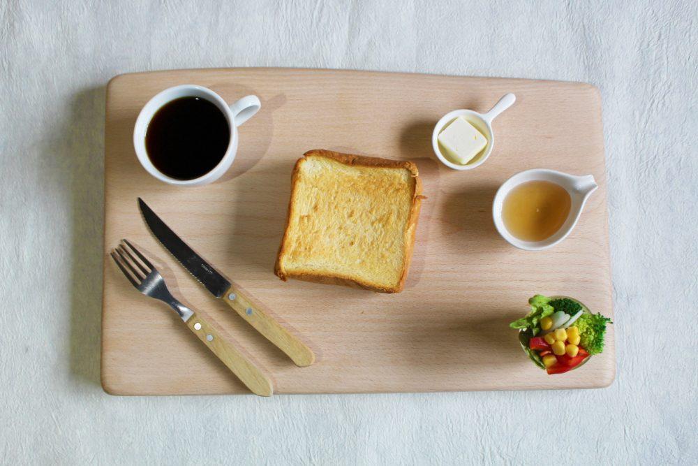 スノービーチのカッティングボードと朝食